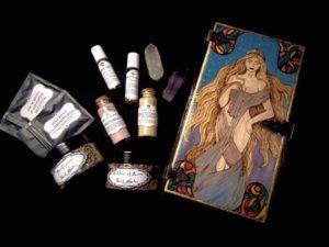 nexus arcanum, esoteric shop, shop esoterico, esoterismo, occultismo, hoodoo, voodoo, magia, occult products, prodotti esoterici, polveri hoodoo, prodotti su misura, prodotti esoterici su misura, incensi planetari, agrippa, de occulta philosophia, bagni rituali, sali da bagno, mistery box, witchy casket, candele vestite, candele in cera, candelotti in cera naturale, erbe, erboristeria magica, resine, incenso, incenso magico, aurora, eos, self-love, amor proprio, self-confidence, autostima, amore, love, romance, sex, sesso, goddess of love, love me, purification, purificazione, come to me, ispirazione, polveri hoodoo
