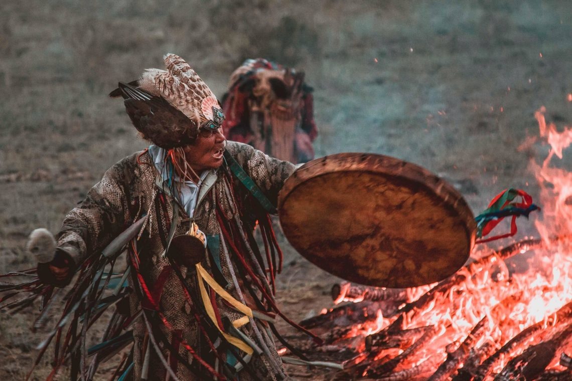 Sciamanesimo, sciamano, tamburo sciamanico, come costruire il tamburo sciamanico, come attivare il tamburo sciamanico, il cavallo dello sciamano, raido, sleipnir, yggdrasill, axis mundi, nexus arcanum